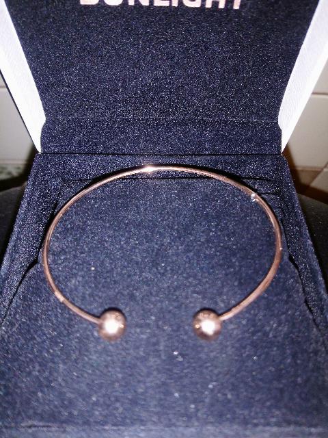 Нежный браслет для дочери.