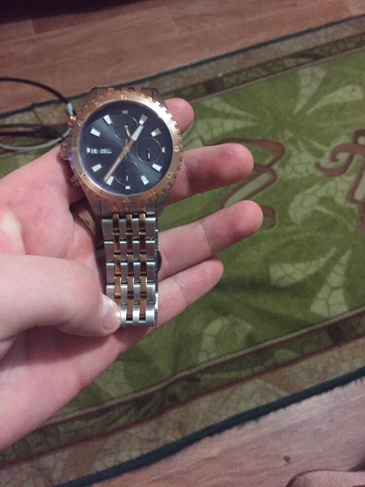 Купила часы для парня