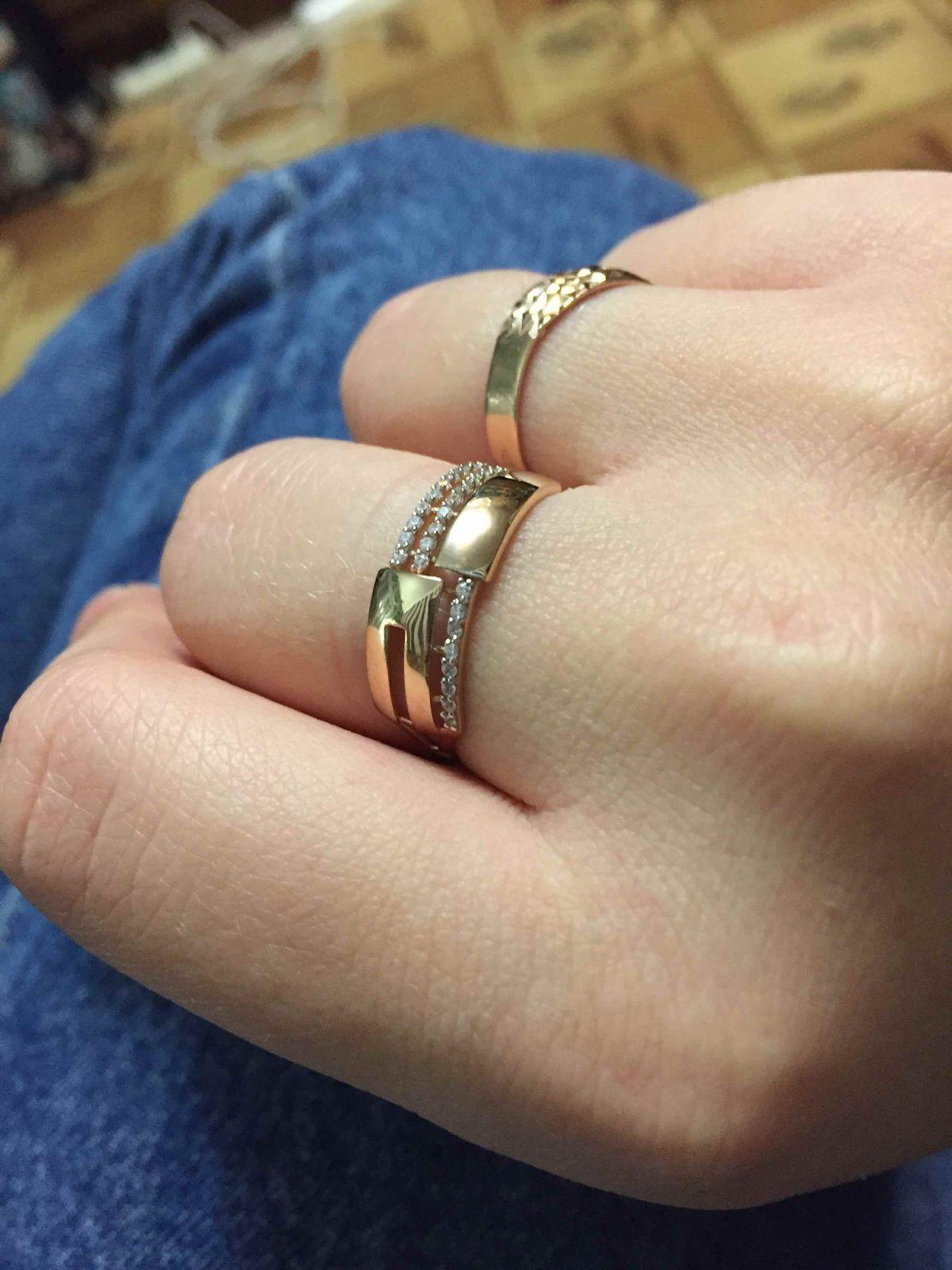 Кольцо очень женственное !