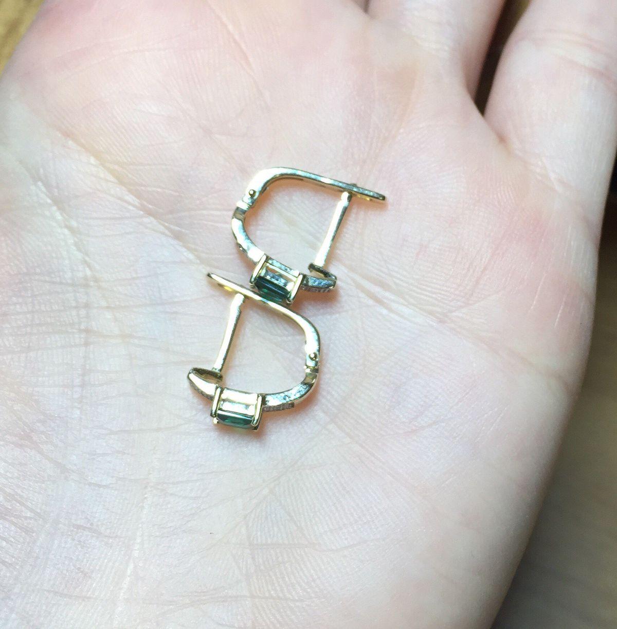 Элегантные золотые серьги с изумрудами и бриллиантами