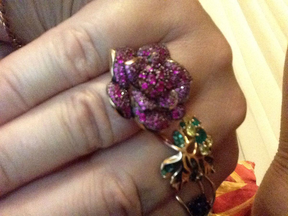 Фианиты  показали свое необыкновенное качество изменять свой цвет .