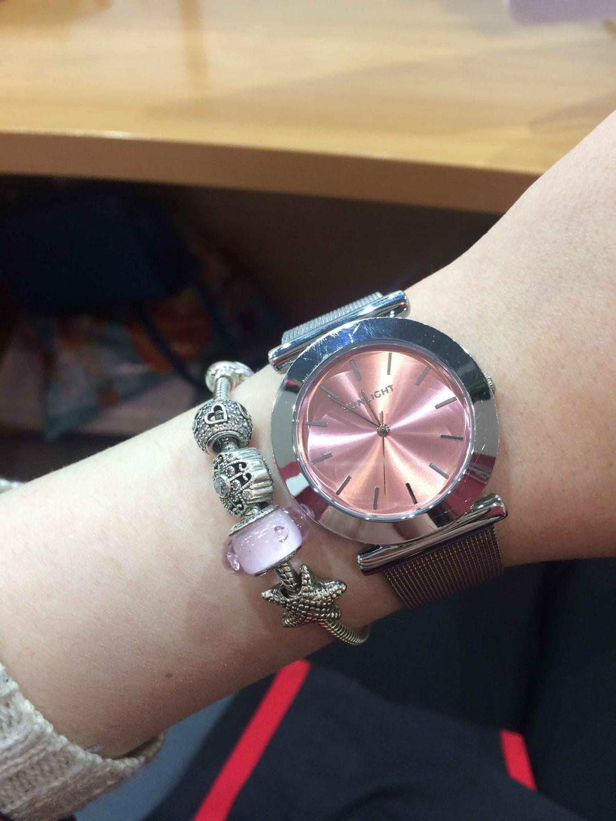 Классические часы с розовым циферблатом)❣️