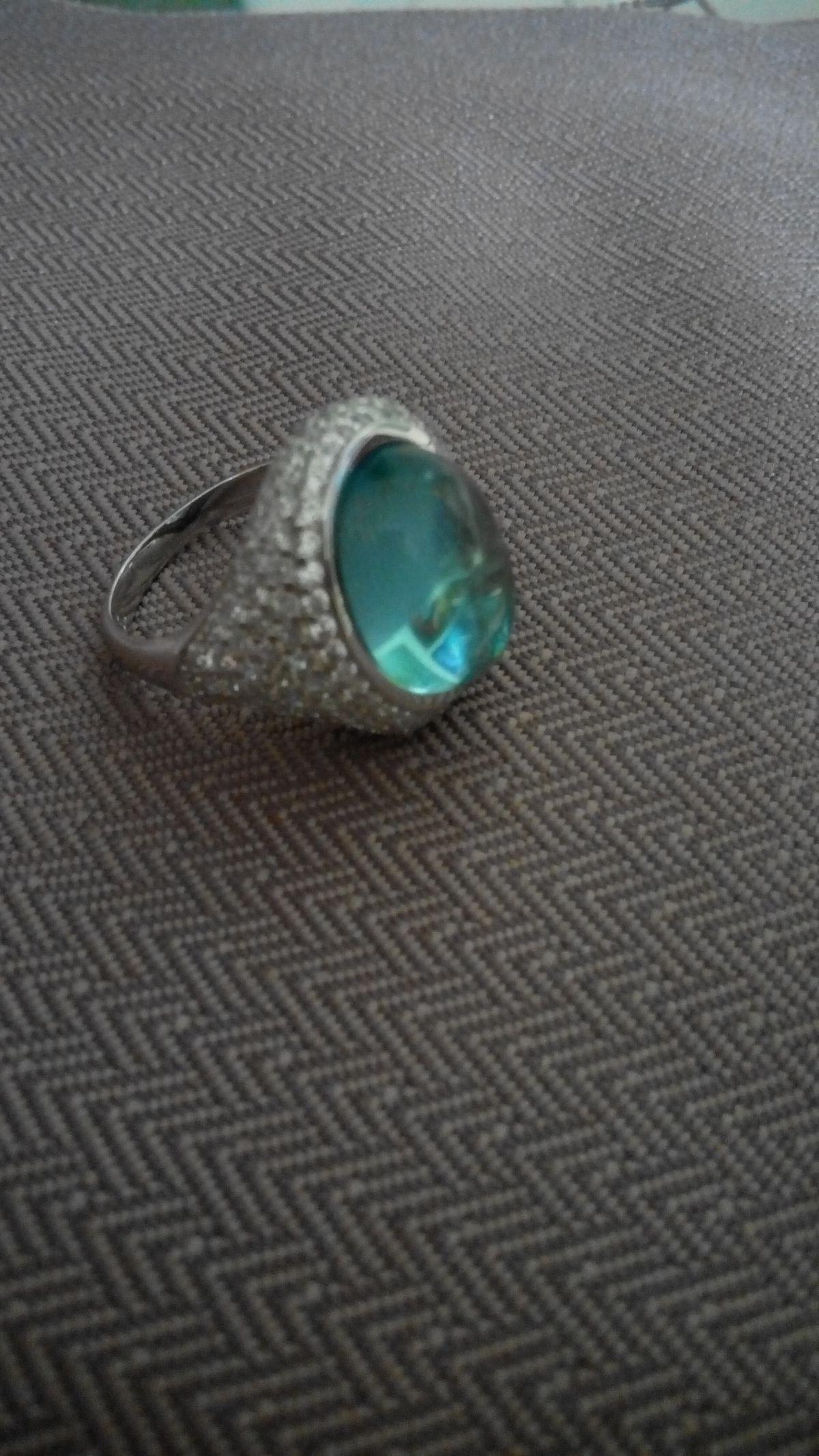 Волшебно -завораживающий дизайн кольца.