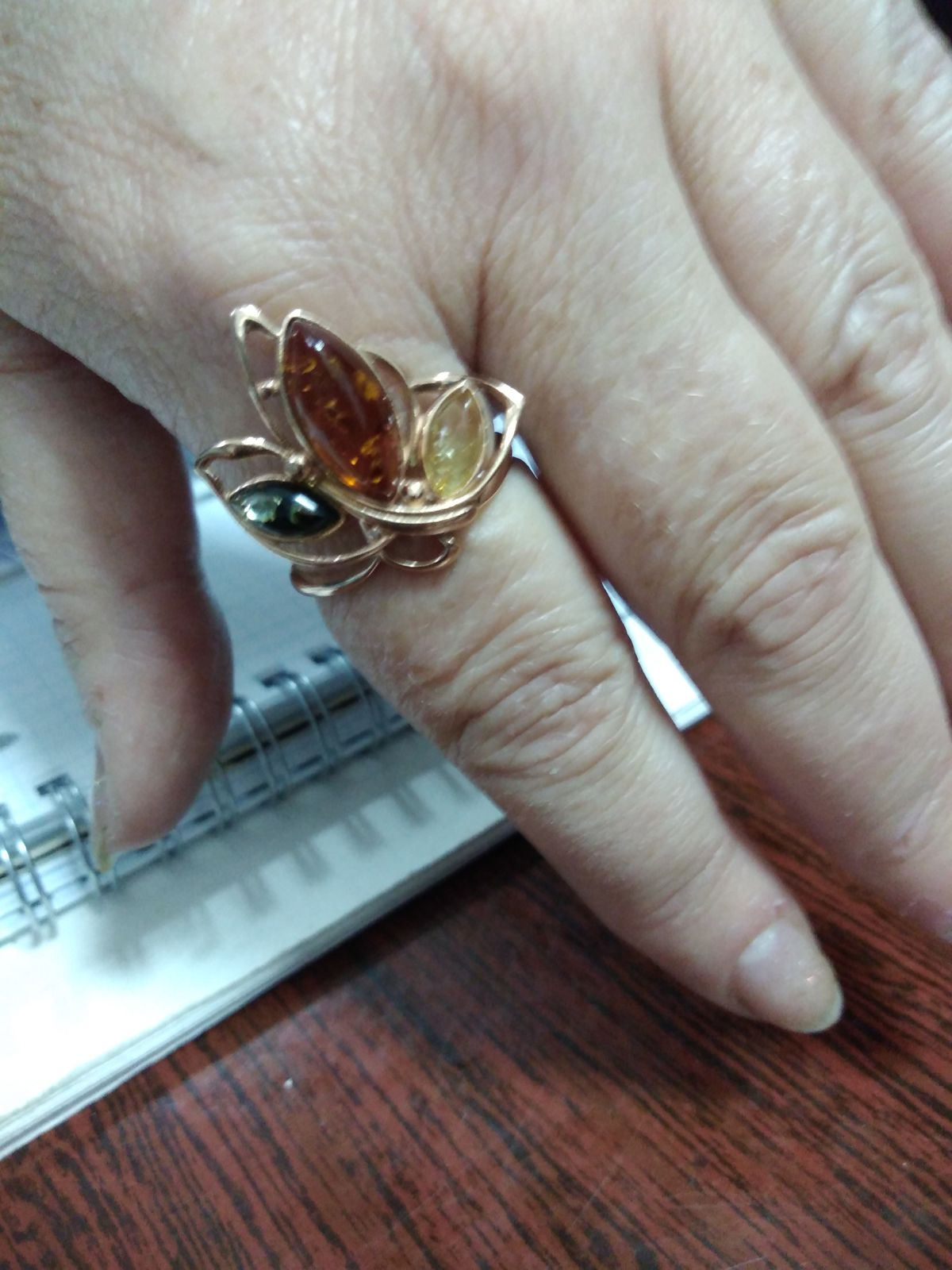 Кольцо с янтариками