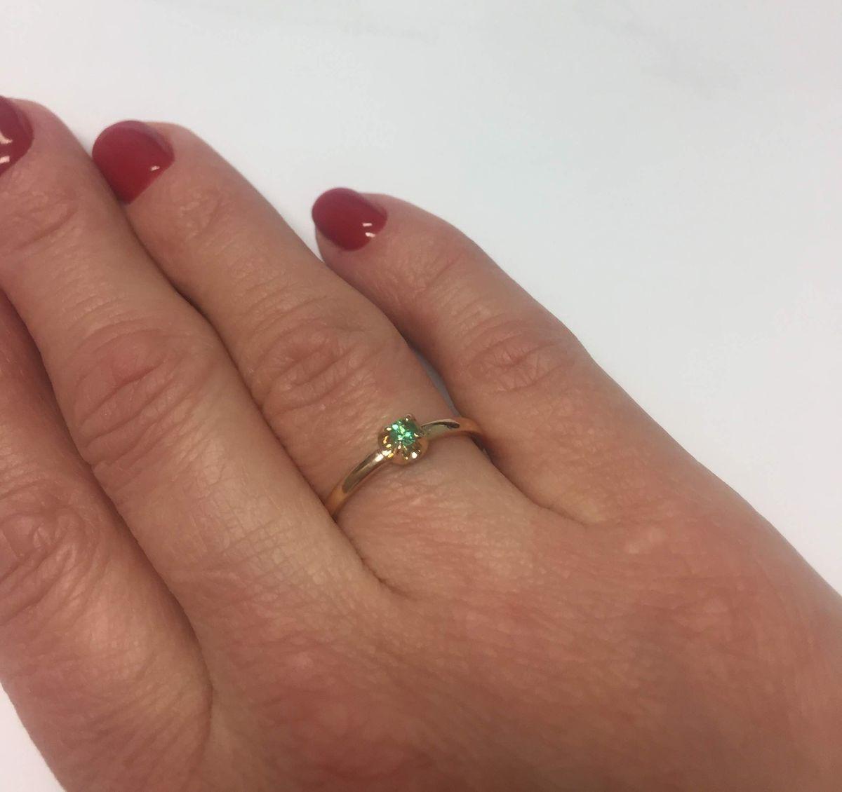 Нежнейшее кольцо с изумрудом