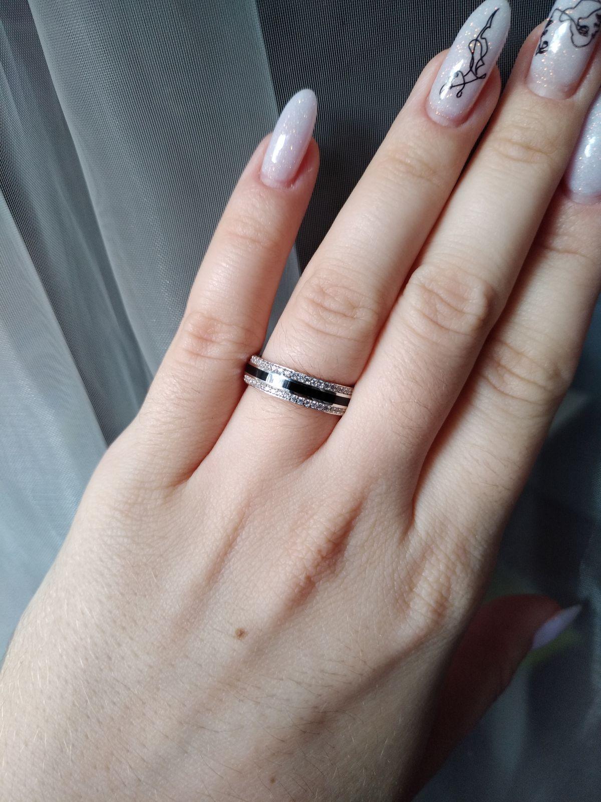 Стильное и лаконичное кольцо