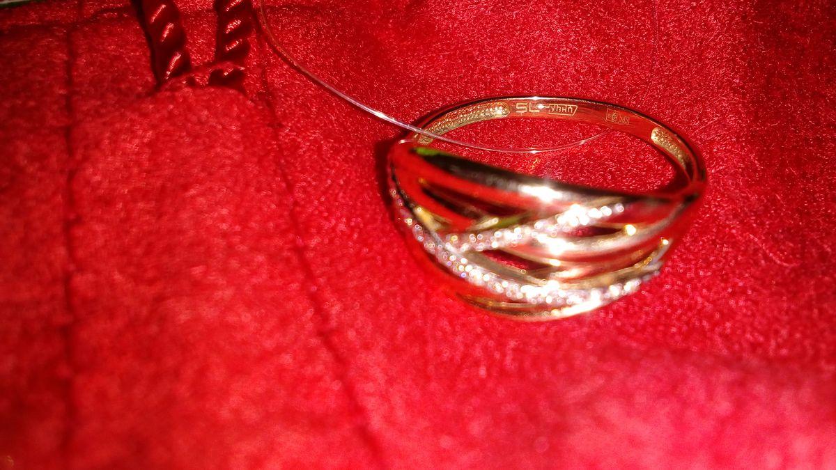 Кольцо шикарное очень красивое и выгодная цена и бонусы рекомендую качество