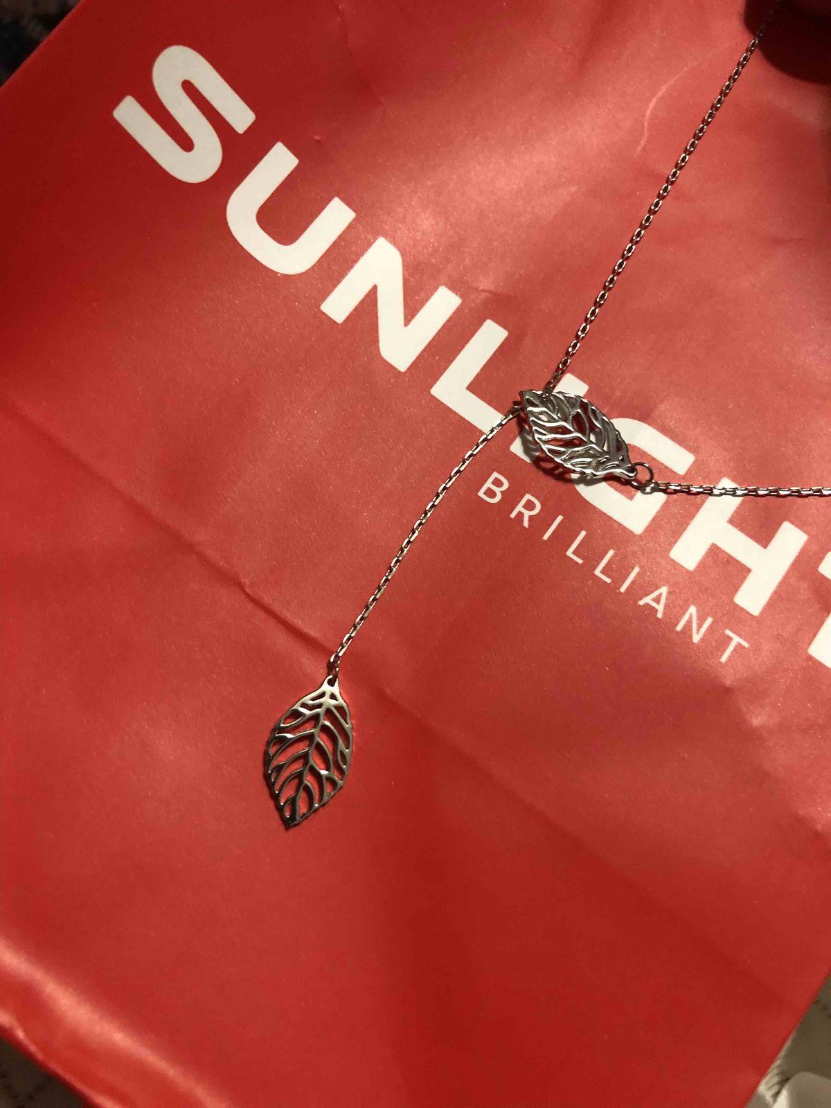 Очень красивое и нежное шейное украшение из серебра с оригинальным дизайном