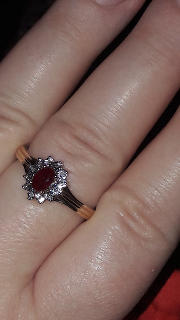 Кольцо с рубином и бриллиантами.