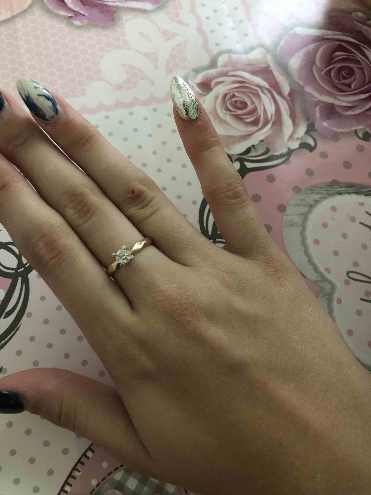 Золотое кольцо с фианитом,очень красивое