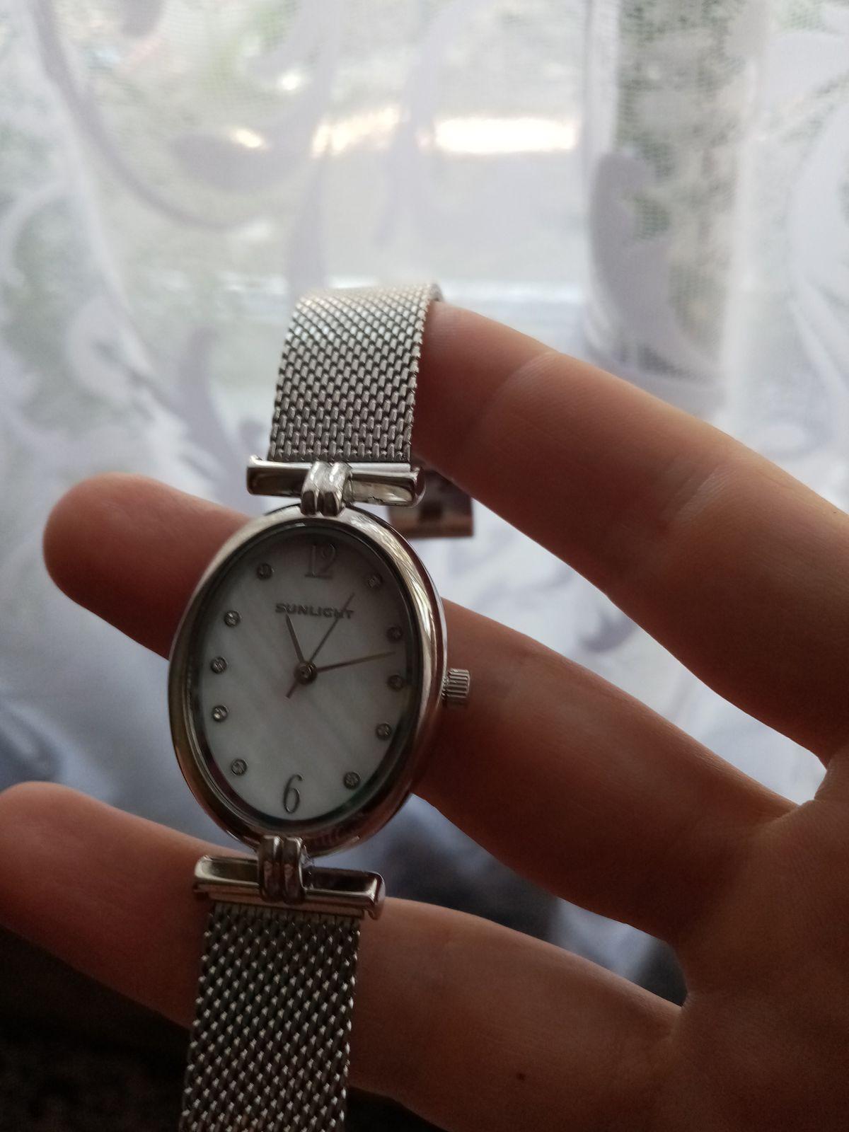 Классические часы с перламутровым  циферблатом