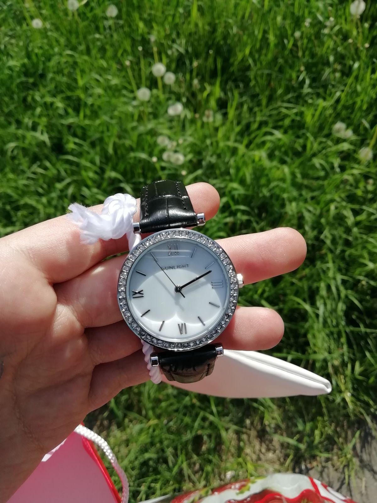 Просто шикарные женские часы по такой низкой стоимости, цена очень низкая