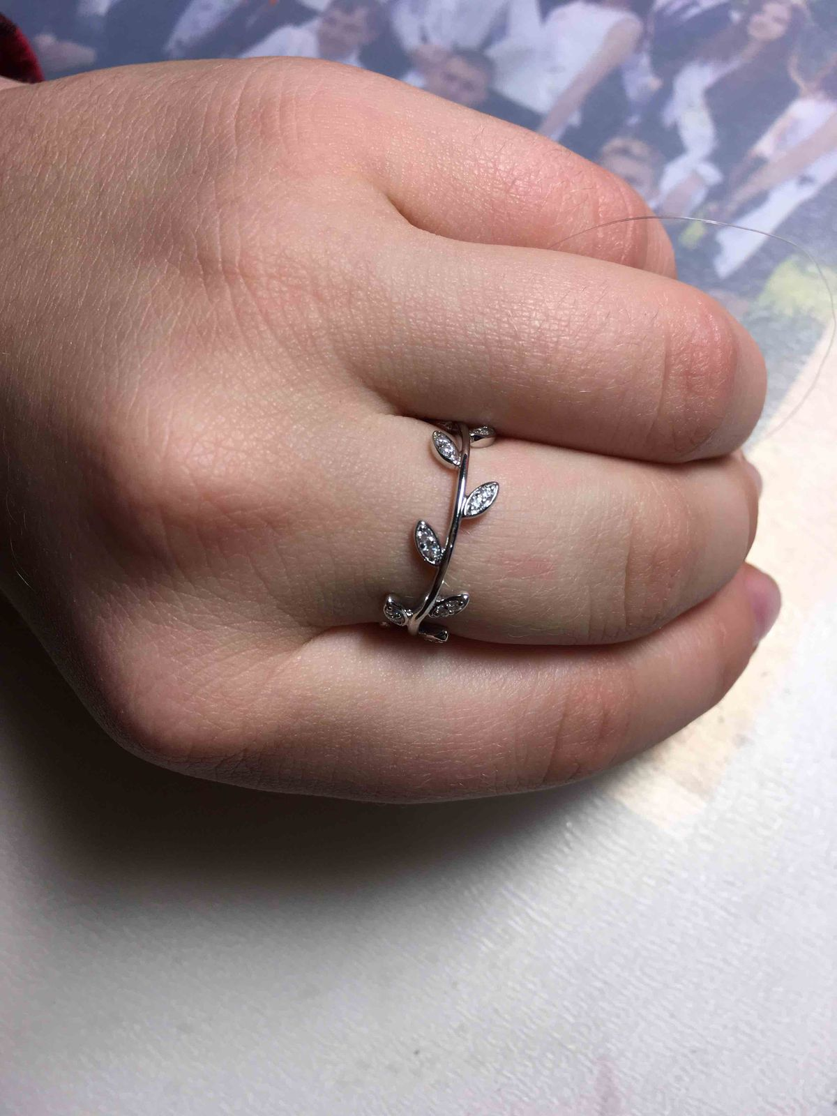 Кольцо с листиками.