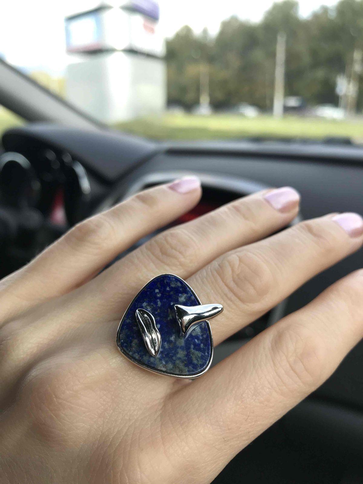 Кольцо с лазуритом.