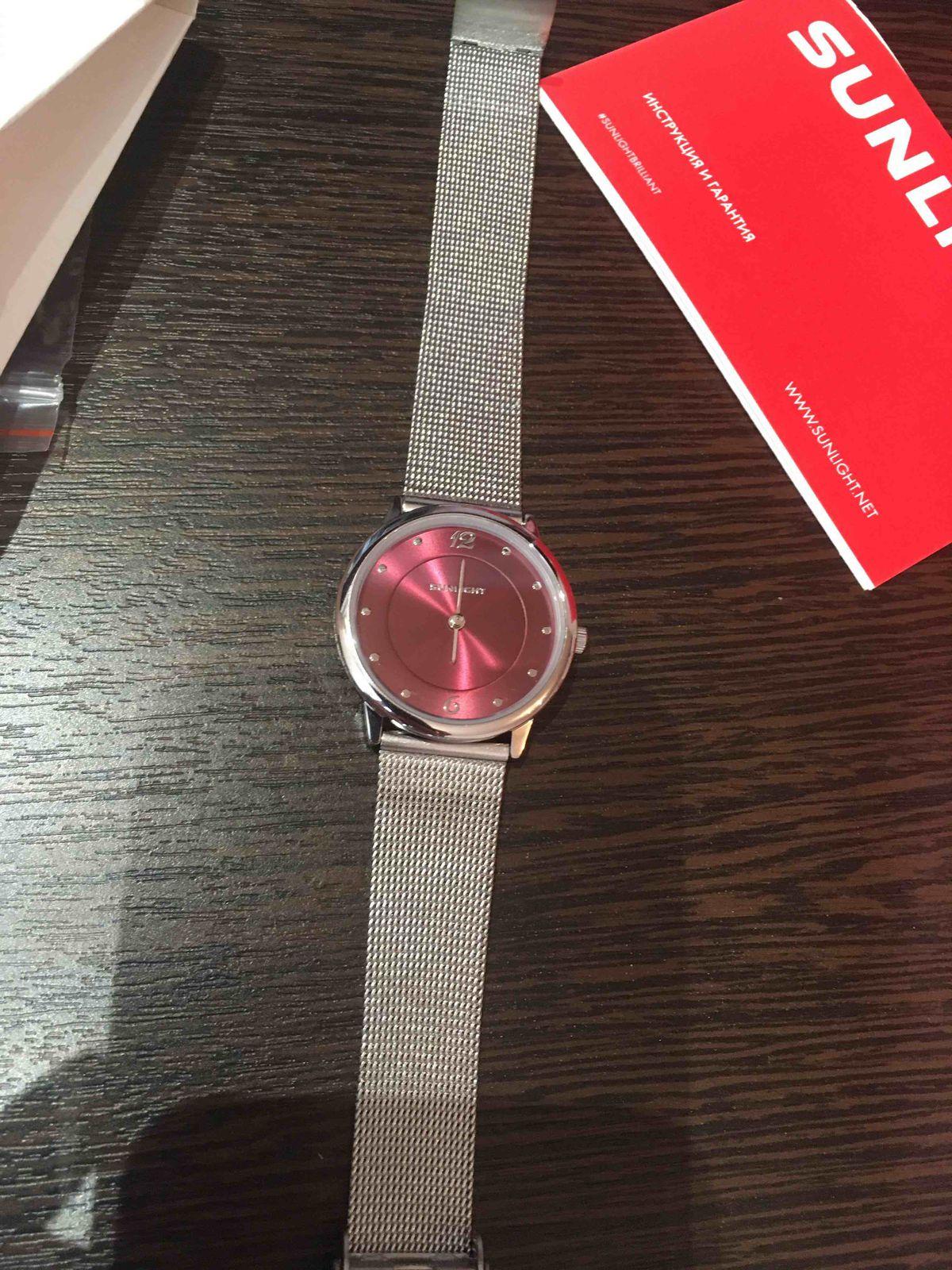Тонкие женские часы SUNLIGHT на миланском браслете.