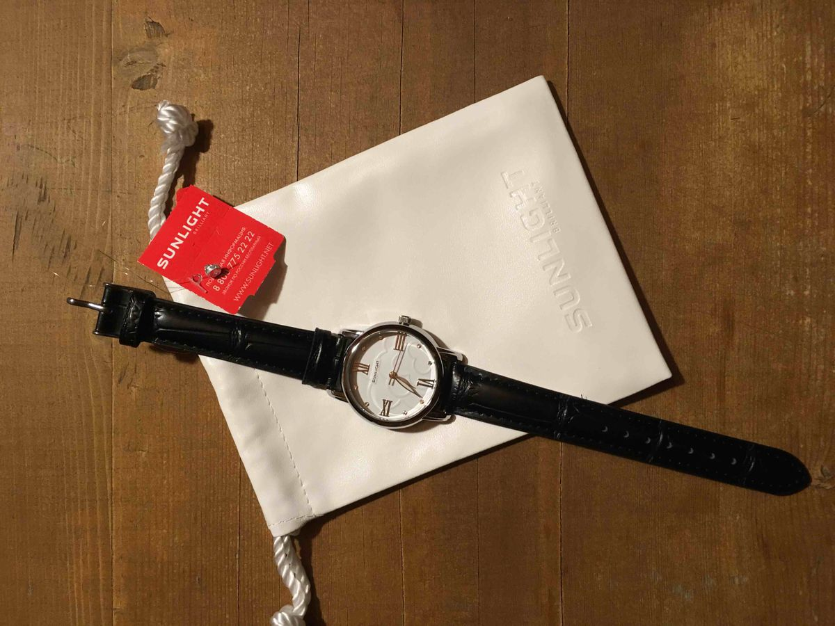 Очень хорошие часы с кожаным ремешком
