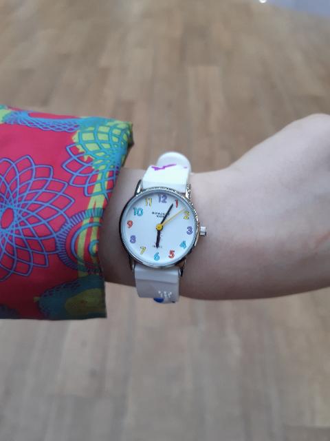 Часы супер! Купили дочке часы белые с дельфинчиками! Дочка довольна!