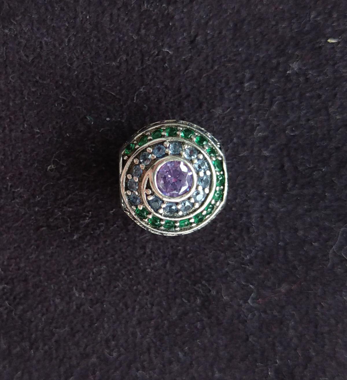 Шарм из серебра с разноцветными фионитами