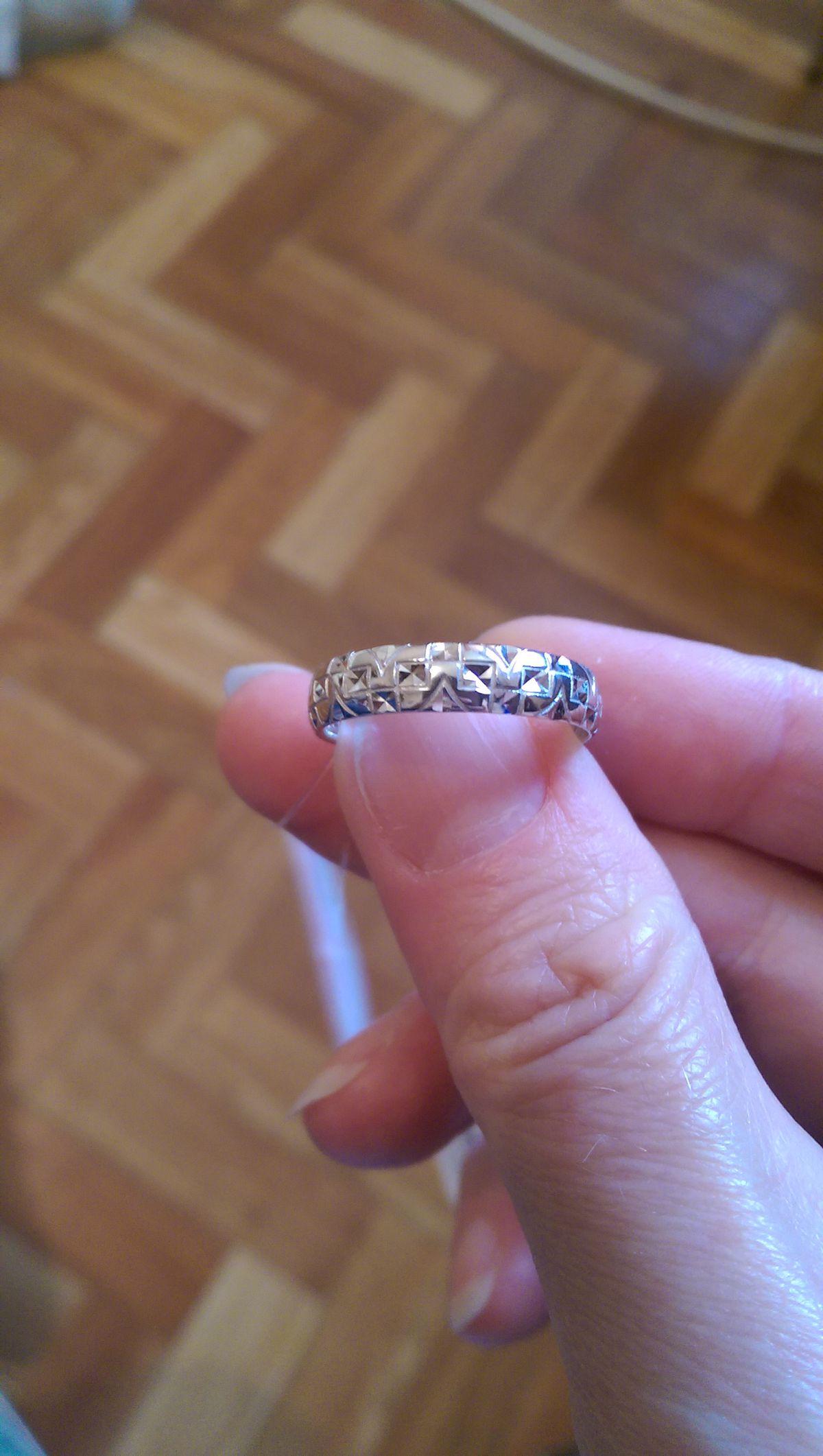 Кольцо с гравировкой.
