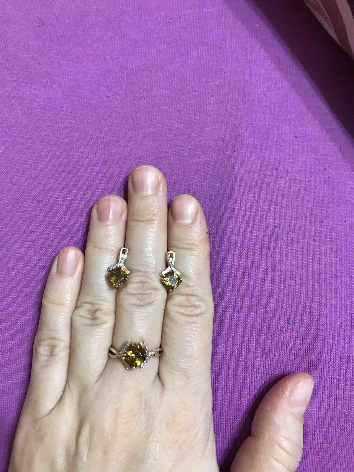 Кольцо с султанитом и бриллиантами.